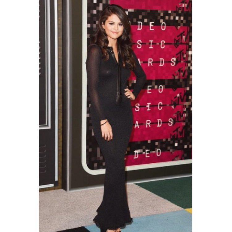 Selena Gomez in Black and Metallic at The VMAs 2015 – Selena