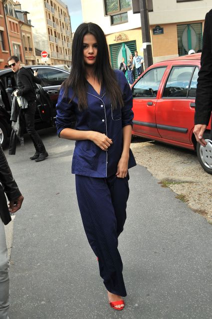 ***MANDATORY BYLINE TO READ INFPhoto.com ONLY*** Selena Gomez heading to a studio wearing pajamas and red heels, Paris, France. Pictured: Selena Gomez Ref: SPL1137392 260915 Picture by: INFphoto.com