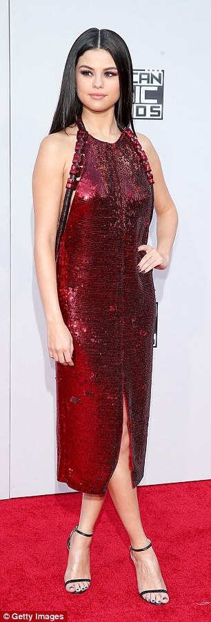 Selena gomez red sequin dress 2015 AMA photo Getty Images
