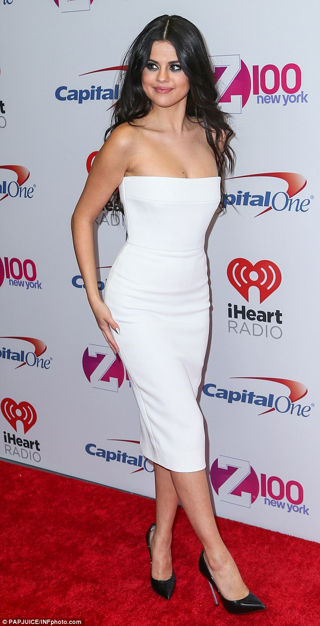 Selena Gomez white strapless dress Jingle Ball Ny photo PAPJuice INFphoto com