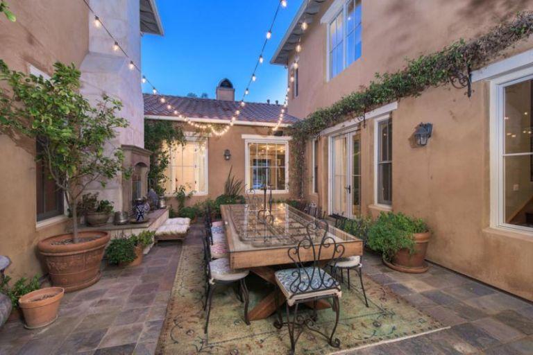 Selena Gomez courtyard