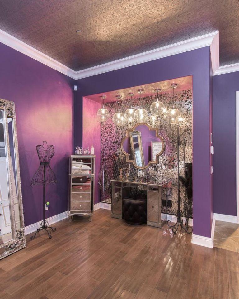 Selena Gomez dressing area