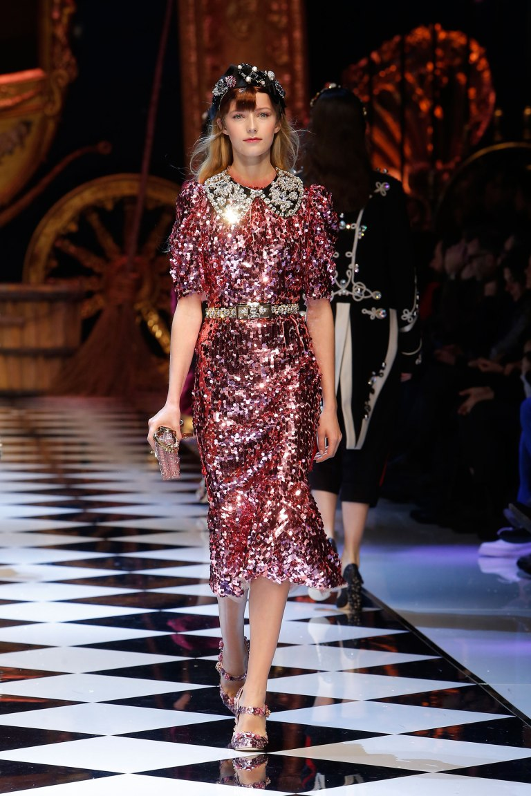 dolce-and-gabbana-fall-winter-2016-17-women-fashion-show-runway-40