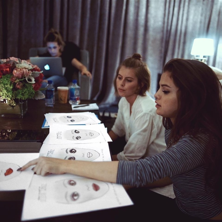 melissa-murdick-and-selena-gomez-discuss-revival-tour-make-up