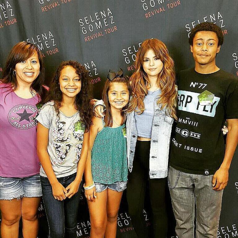 Selena gomez blue crop top Tulsa phoo e lisabethjones