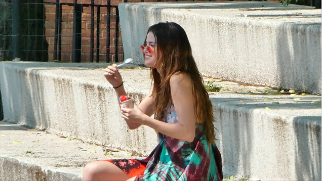 Selena Gomez eating a snow cone in NY video Daily Mail