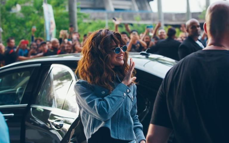 Selena Gomez blue cropped jscket Kuala Lumpur photo Selena gomez