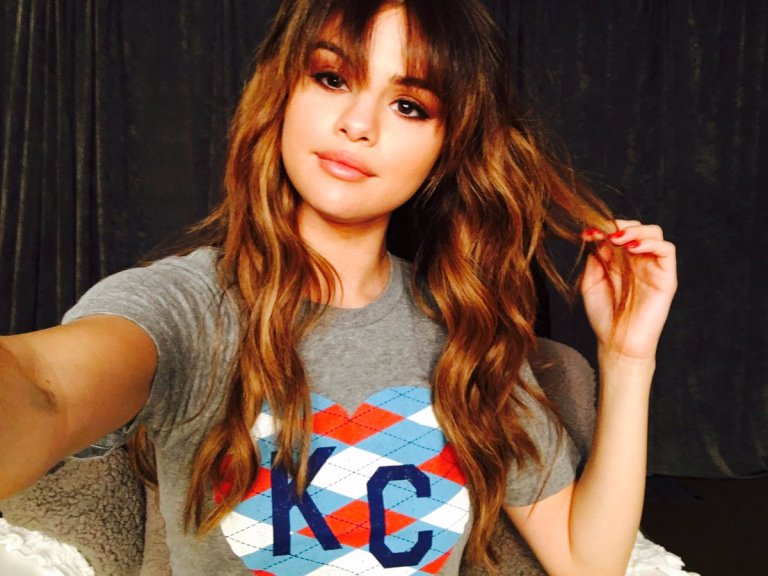 Selena Gomez grey KC t--shirt photo Twitter Selena Gomez