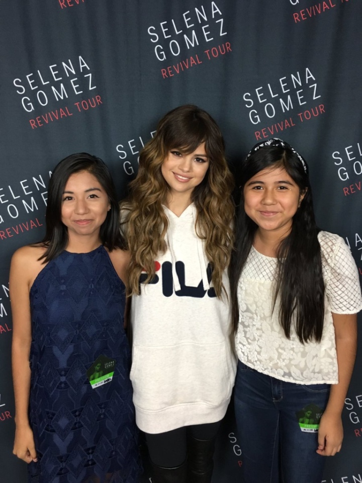 Selena gomez revival tour phoenix traveltourswall selena gomez fila hoo phoenix meet and greet revival tour m4hsunfo
