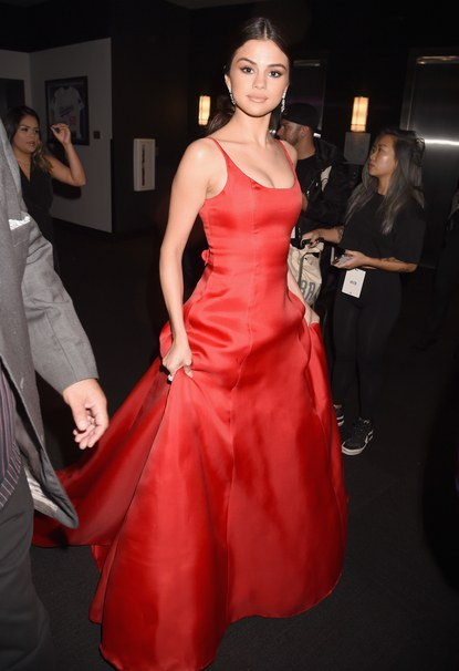 selena-gomez-red-dress-ama-016-photo-jeff-kravitz-filmmagic-gettyimages-624728126