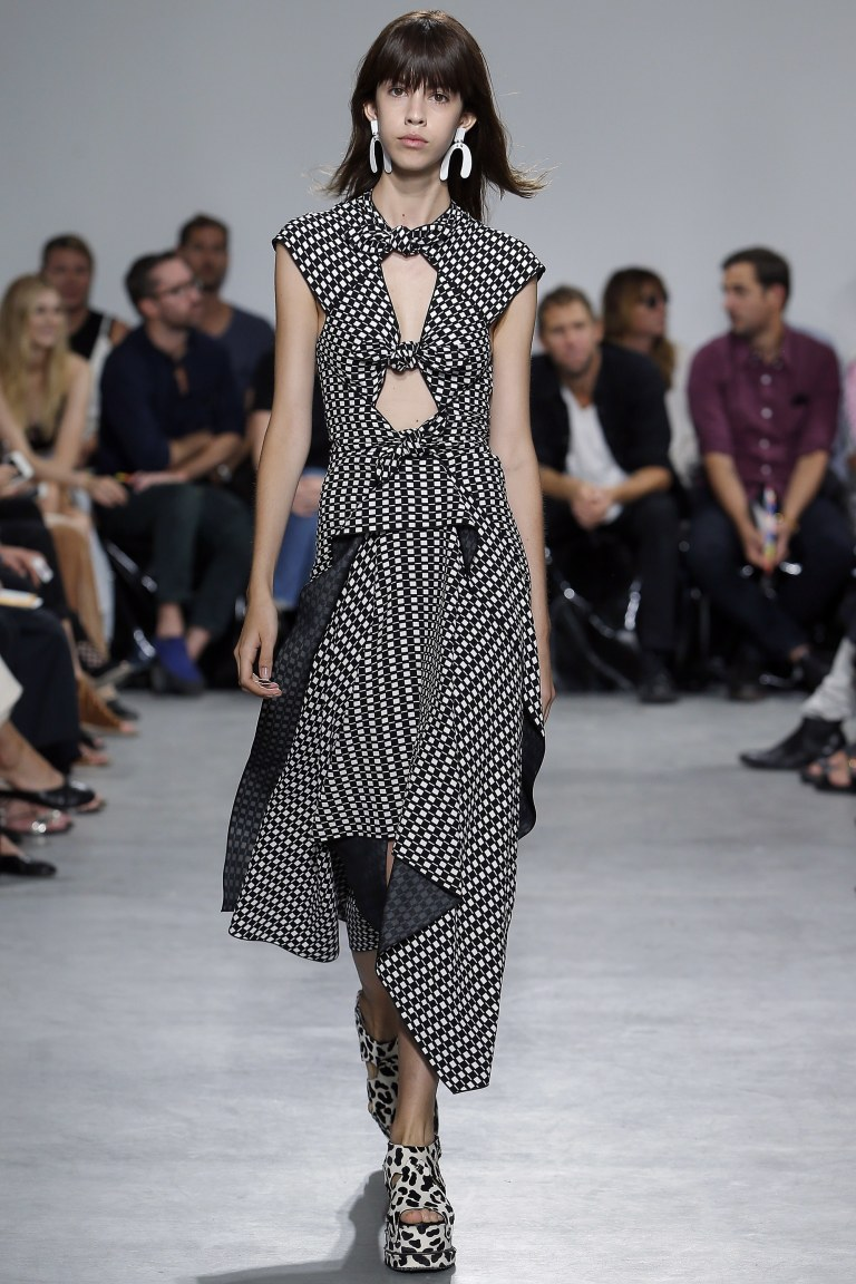 proenza-schouler-ss-17-black-and-white-dress-photo-monica-feudi-indigital-tv