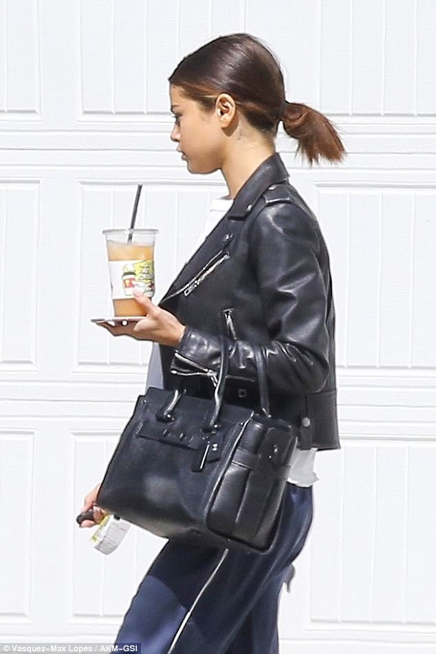 Selena Gomez black biker jacket black bag blue sweatpants photo Vasquez-Max Lopes AKM-GSI