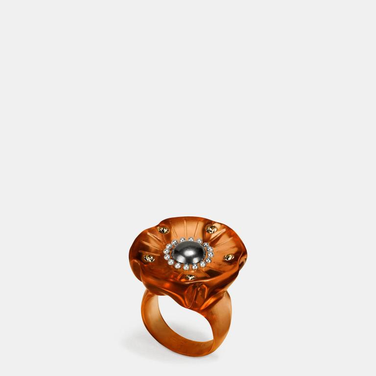 Coach Tea Rose ring black amber