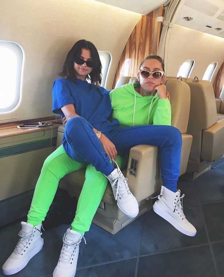 Selena Gomez blue top and sweatpants white sneakers photo cottoncitizen selena gomezs tyle August 2017