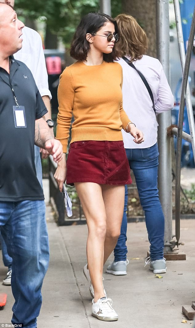 Selena gomez orange sweater maroon corduroy skirt white star sneakers trainers September 2017 phot Backgrid Selena Gomez street style 2017