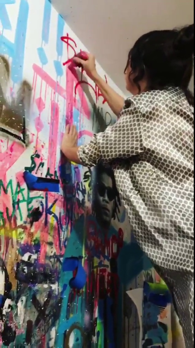 Selena Gomez adds her signature to jojo anavim's art