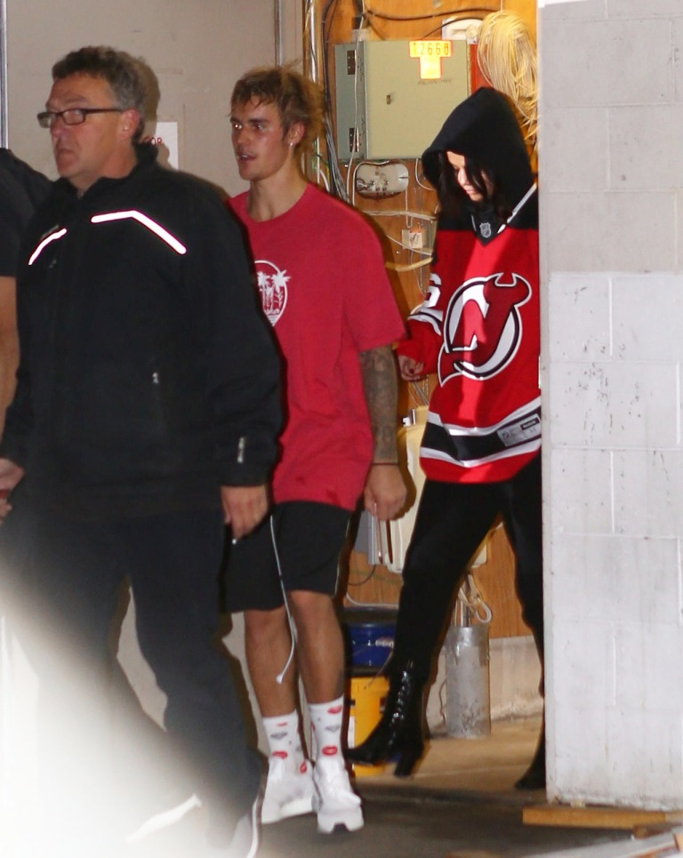 Selena Gomez Justin Bieber red hockey shirt November 2017