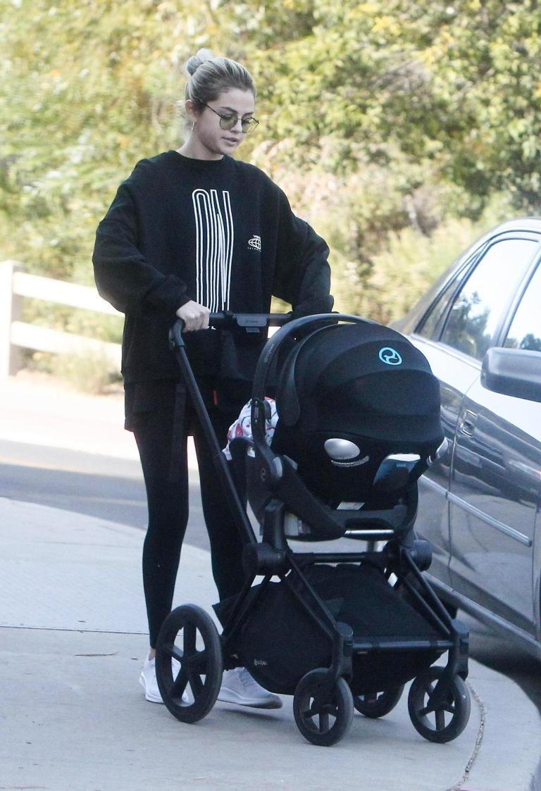 Selena Gomez style outfit clothes black oversize hoodie ON logo baby buggy December 2017