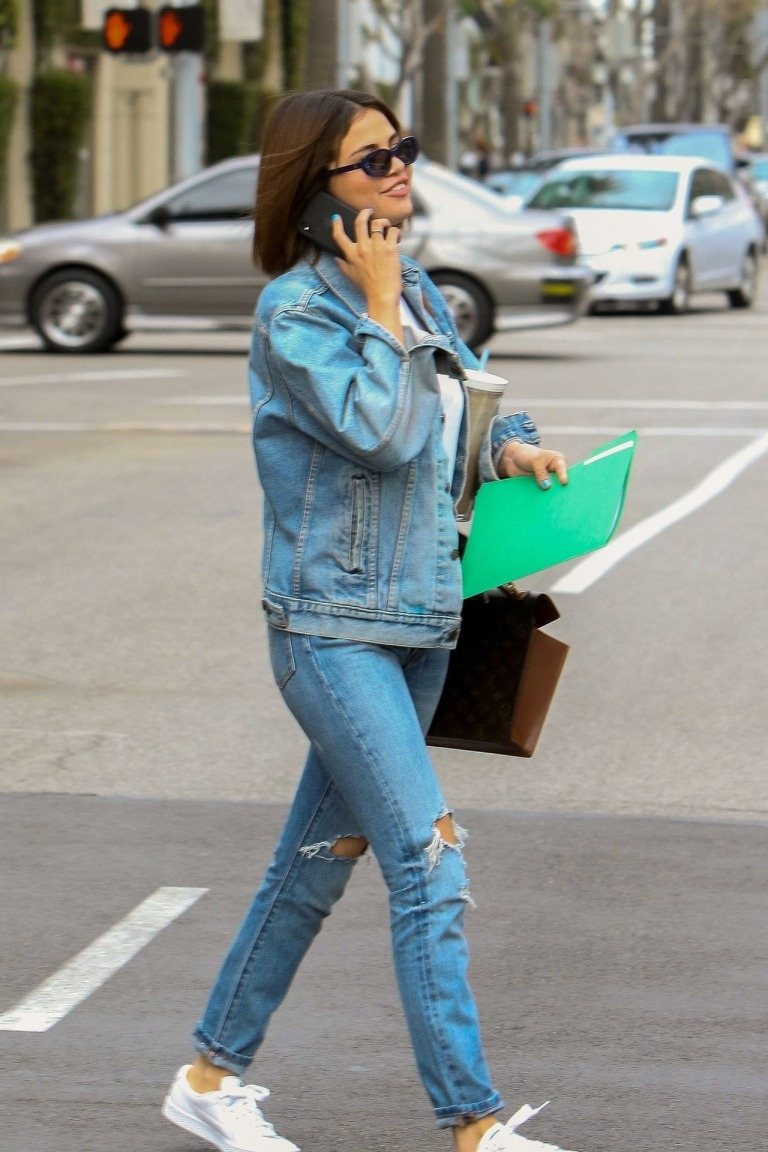 Selena Gomez style blog fashion outfit clothes blue denim jacket jeans white trainers black sunglasses MArch 2018