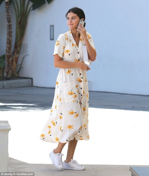 Selena gomez style blog white shirt dress yellow flowers white sneakers September 2018