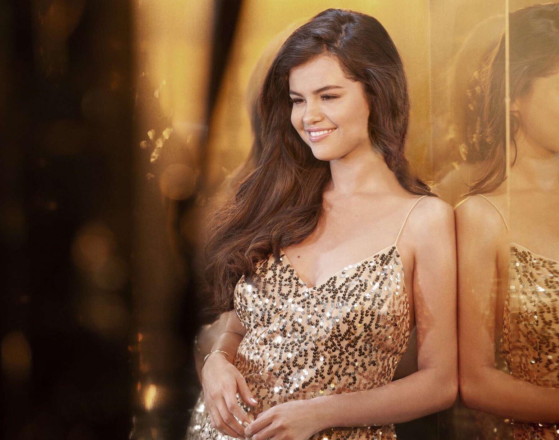 where-to-get-selena-gomez-gold-sequin-dress-pantene-advert-jauary-2019-v2